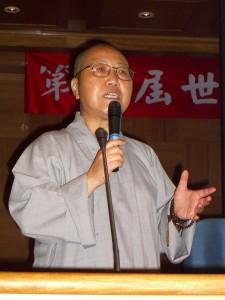 台湾的释隆迅法师在发表论文时影。