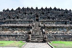 位于印尼的浮罗佛屠佛塔是有名的佛教圣地之一。